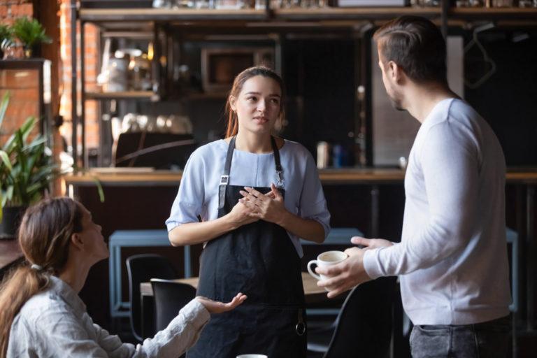 reclamación de compensación para trabajadores de restaurantes